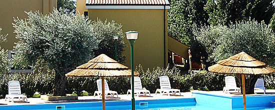 Duplexhaus mit Pool am Meer in Italien